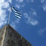 在新的堡垒顶部的希腊旗子在科孚,希腊 免版税库存照片