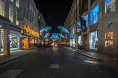 在新的政券街道上的圣诞灯 伦敦英国 免版税库存照片