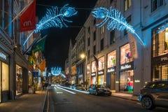 在新的政券街道上的圣诞灯 伦敦英国 库存照片