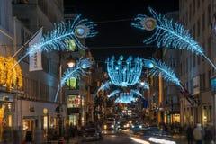 在新的政券街道上的圣诞灯 伦敦英国 免版税库存图片