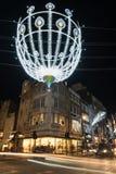 在新的政券街道,伦敦,英国上的圣诞灯 库存图片
