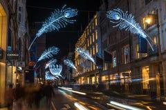 在新的政券街道,伦敦,英国上的圣诞灯 免版税库存图片