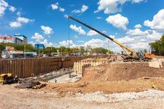 在新的机动车路的建筑的建筑机械 免版税库存照片