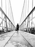 在新的桥梁的步行 免版税库存图片