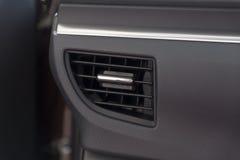 在新的汽车里面的空调器 免版税库存照片