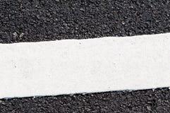 在新的沥青细节的一条空白线路 免版税库存图片
