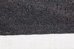 在新的沥青细节的一条空白线路 图库摄影