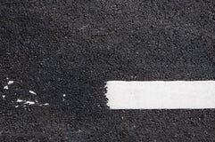 在新的沥青细节的空白线路 库存照片