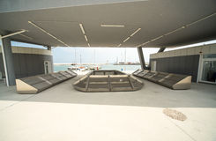 在新的码头萨拉佛沃的渔shope在Bourgas,保加利亚 库存照片
