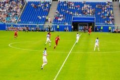 在新的翼果竞技场体育场测试足球比赛 免版税库存照片
