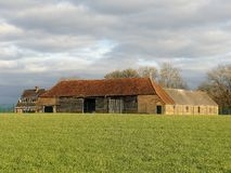 在新的贫瘠的农场,Sarratt的被放弃的农舍 免版税库存照片