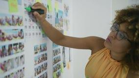 在新的项目的女实业家激发灵感 股票视频