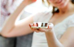 在新的iphone的照明设备连接器没有音频起重器 库存图片