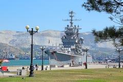在新罗西斯克停泊的军舰  免版税库存图片