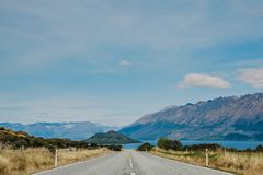 在新西兰路的路向昆斯敦 免版税库存照片