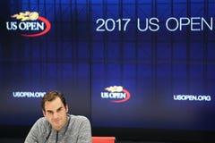 在新闻招待会期间的十九个次全垒打冠军罗杰・费德勒在四分之一决赛比赛的损失以后在美国公开赛2017年 免版税库存照片