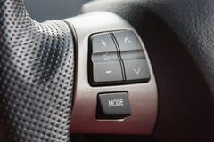 在方向盘的音频控制按钮 免版税库存照片