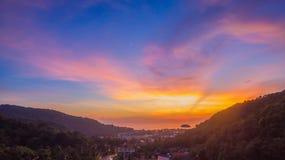 在方式上的日落对Kata Karon海滩 免版税库存照片