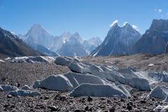 在方式之间的Baltoro冰川对Concordia阵营, K2艰苦跋涉, Paki 免版税库存图片