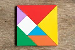在方形的形状的五颜六色的七巧板难题 图库摄影