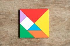 在方形的形状的五颜六色的七巧板难题 免版税库存照片