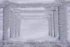 在方形的金属结构的坚硬霜 库存照片