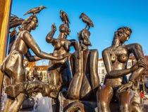 在方形的t'Zand的喷泉在布鲁日,比利时 免版税库存图片