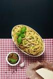 在方格和黑背景的意大利食谱 库存照片