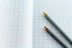 在方格的背景的铅笔 免版税库存图片