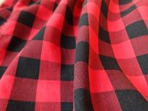 在方格黑和的红色的棉织物 库存图片