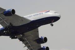 在方法的英国航空公司空中客车A380 免版税库存照片