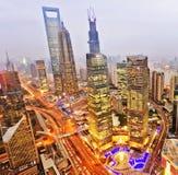 在旁边中心财务huangpu lujiazui东方珍珠河上海塔电视视图 上海Lujiazui 免版税图库摄影