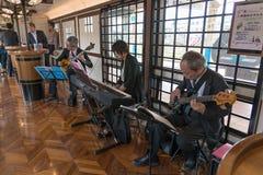 在旅游火车Koshino Shu*Kura的爵士乐表现 免版税库存图片