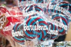 在旅游纪念品店的被烙记的lollypop糖果在巴塞罗那温泉 免版税库存图片