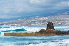 在旅游胜地Playa de las美洲, Tenerif的海洋海岸 库存图片