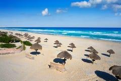 在旅馆区域墨西哥的坎昆Delfines海滩 免版税库存照片
