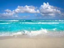 在旅馆区域墨西哥的坎昆Delfines海滩 库存照片