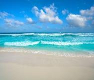 在旅馆区域墨西哥的坎昆Delfines海滩 免版税库存图片