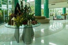 在旅馆手段Intime大东海海湾的三亚5的舒适大厅 免版税库存图片