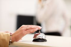 在旅馆里为响铃服务 库存照片