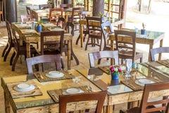 在旅馆里制表在室外咖啡馆,小餐馆,夏天的设定 免版税库存图片