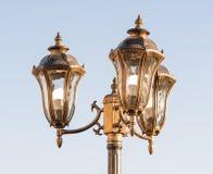 在旅馆附近的古铜色装饰街灯在Kranevo,保加利亚 库存图片