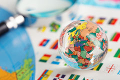 在旗子的玻璃地球 库存照片