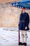 在无名英雄墓的Evzones结构体正方形的前面 免版税库存照片