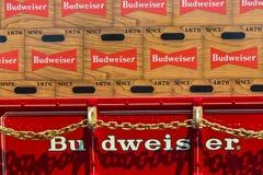 在无盖货车的百威啤酒 免版税库存图片