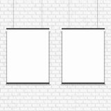 在无缝的砖墙上的空白的海报 免版税图库摄影