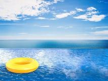 在无限水池的游泳圆环 免版税库存照片