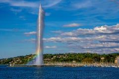 在日内瓦喷泉喷气机D'EAU的彩虹 免版税库存照片