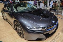 在日内瓦汽车展示会的BMW i8插入式杂种 库存照片