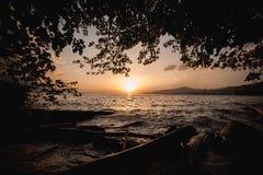 在日内瓦湖的美好的日落在瑞士 免版税图库摄影